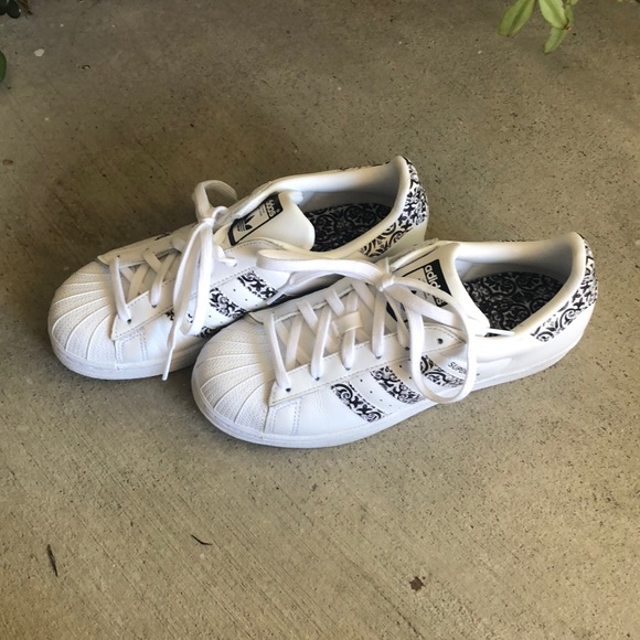 hot sale online 6f5bf 56884 RARE Adidas Superstar black and white floral shoes